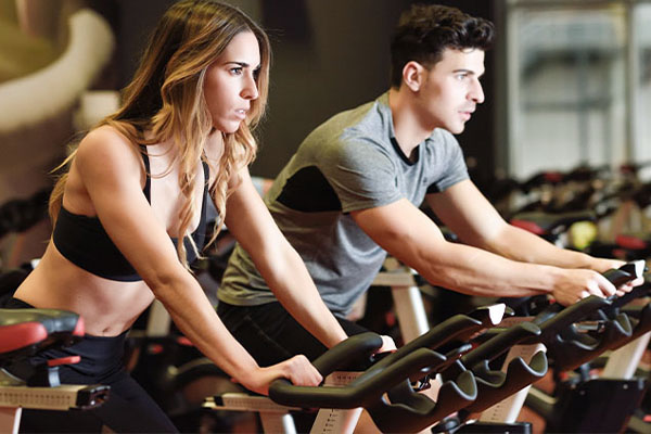two people in a spin class